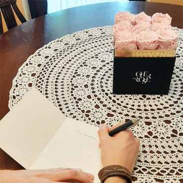 acquisto di rose con dedica personalizzata online